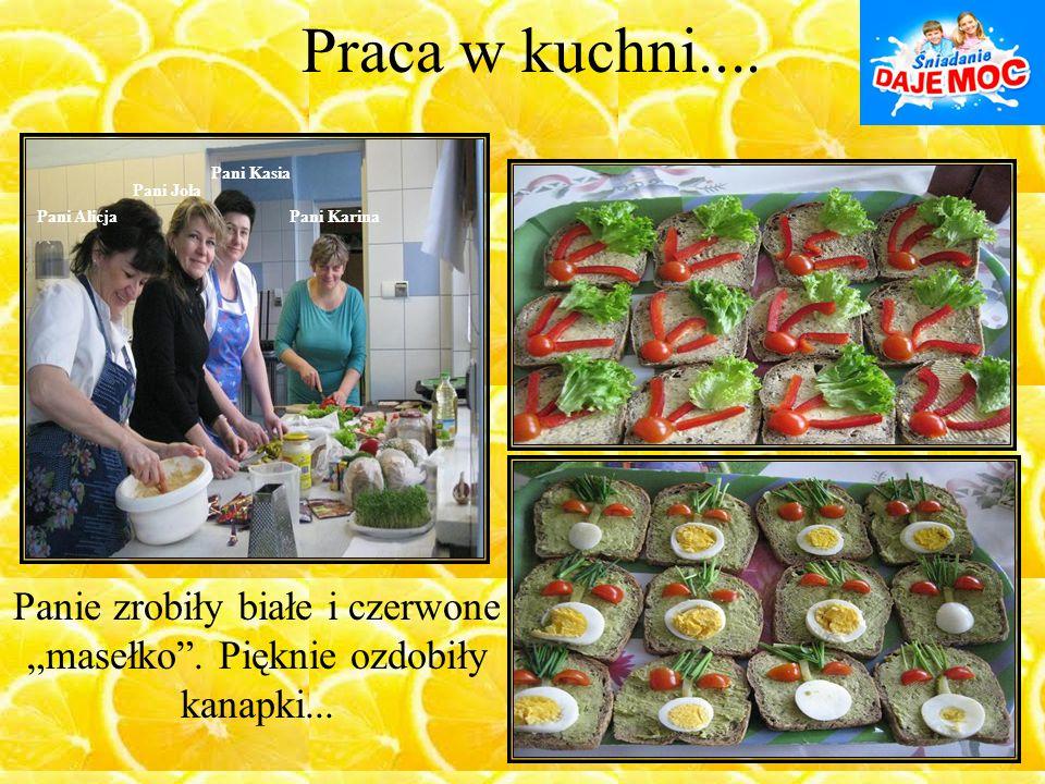 """Praca w kuchni.... Pani Alicja Pani Kasia Pani Karina Pani Jola Panie zrobiły białe i czerwone """"masełko"""". Pięknie ozdobiły kanapki..."""