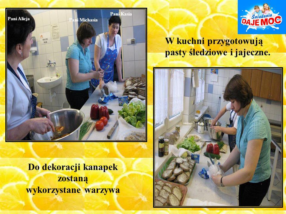 Pani Kasia Pani Michasia Pani Alicja W kuchni przygotowują pasty śledziowe i jajeczne. Do dekoracji kanapek zostaną wykorzystane warzywa
