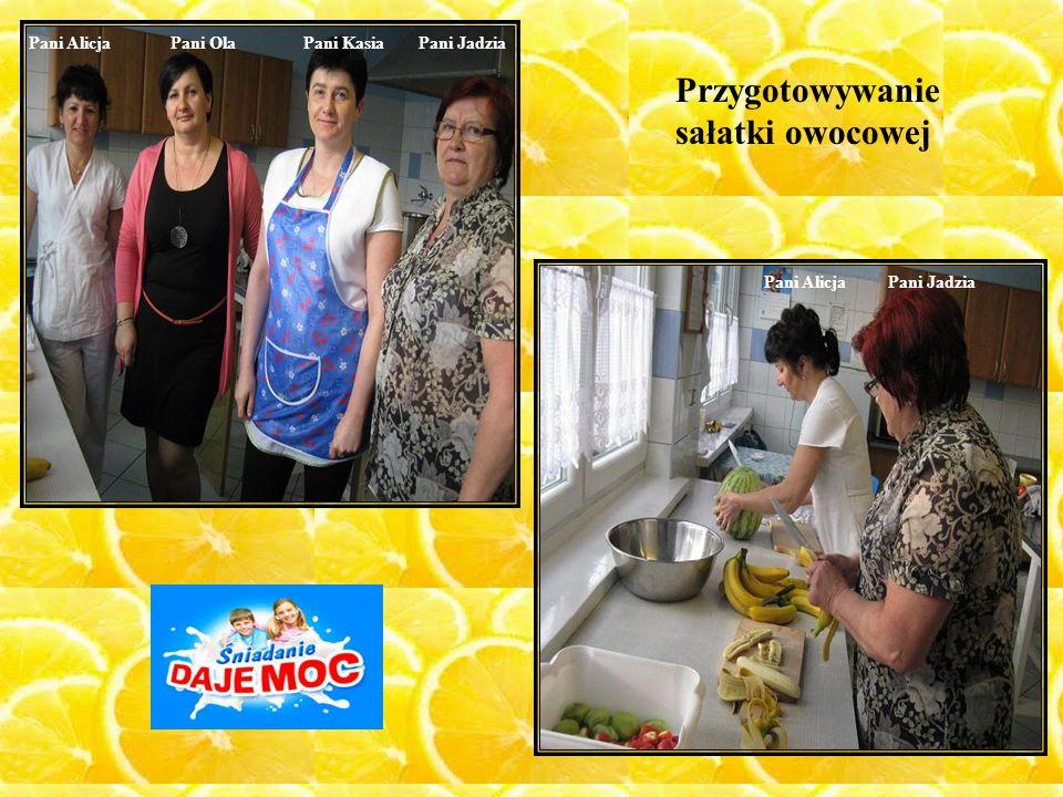 Pani AlicjaPani OlaPani KasiaPani Jadzia Pani AlicjaPani Jadzia Przygotowywanie sałatki owocowej
