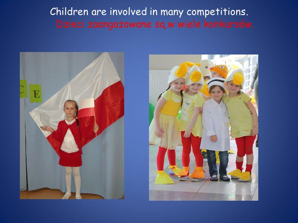 Children are involved in many competitions. Dzieci zaangażowane są w wiele konkursów.