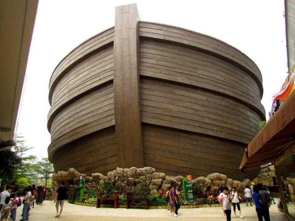 Widok z wody: Arka oferuje także mniej autentyczne akcenty biblijne, takie jak podwójne okna oraz elegancka restauracja i hotel na parterze.
