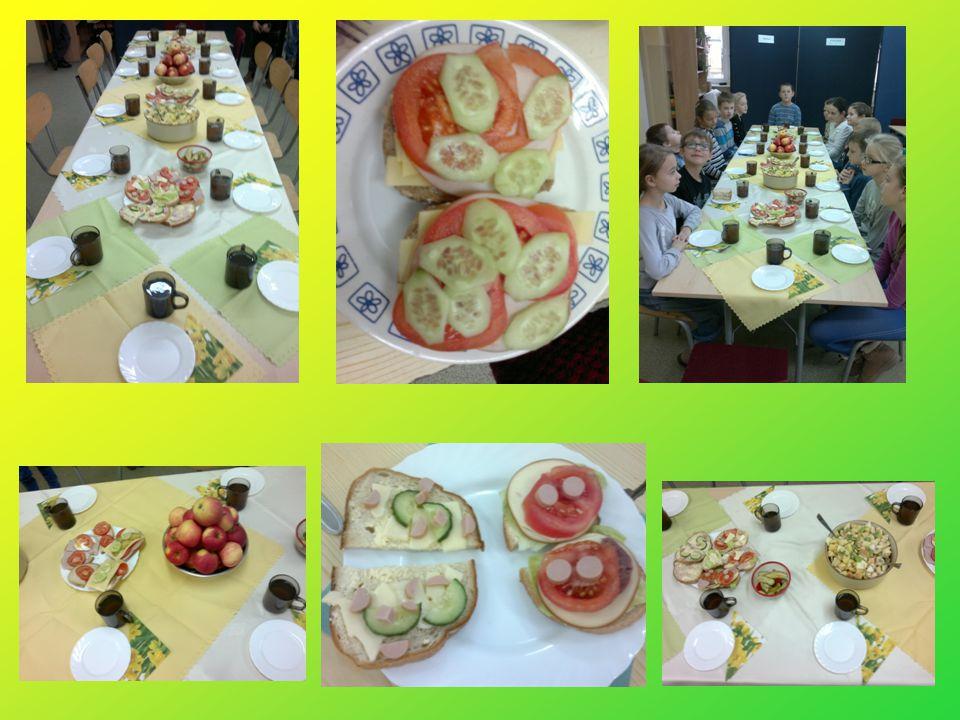 A to już my – klasa III b przy wspólnym stole zajadamy się zdrowymi smakołykami :)