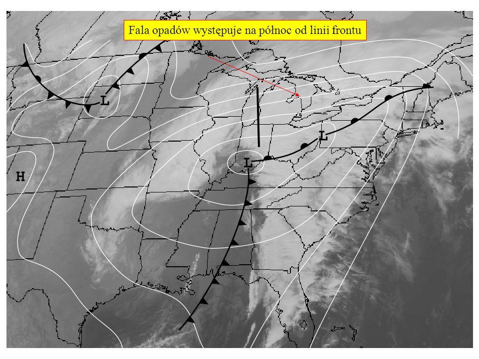 Fala opadów występuje na północ od linii frontu