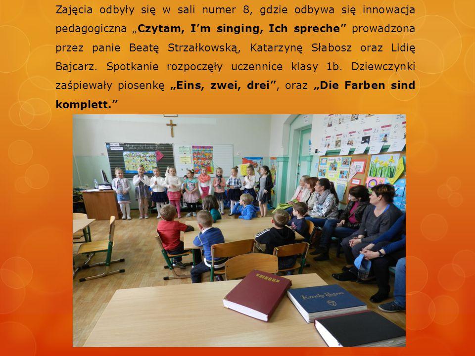 """Zajęcia odbyły się w sali numer 8, gdzie odbywa się innowacja pedagogiczna """"Czytam, I'm singing, Ich spreche prowadzona przez panie Beatę Strzałkowską, Katarzynę Słabosz oraz Lidię Bajcarz."""