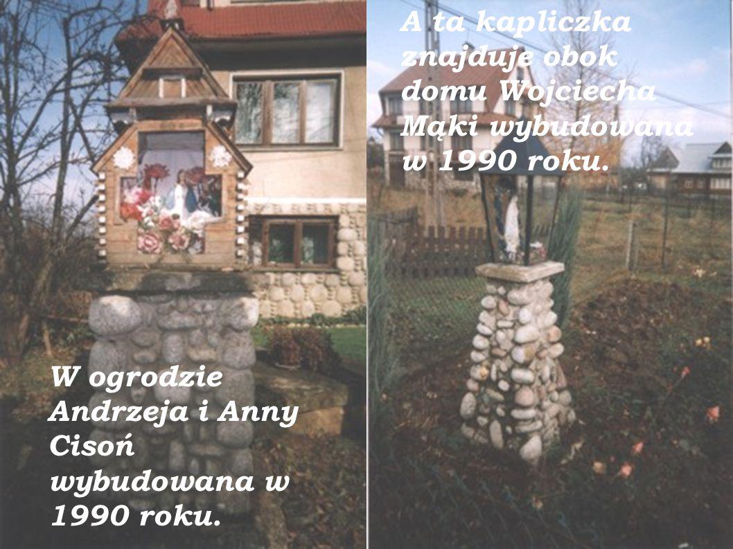 W ogrodzie Heleny Ślimak wybudowana w 1992. Przed ogrodem Marii i Stanisława Zarębczan wybudowana w 1997.