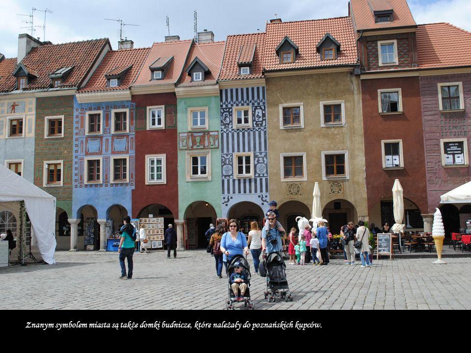 Stary Rynek jest trzecim co do wielkości rynkiem w Polsce. Wokół Rynku znajdują się zabytkowe kamienice i pałace (Działyńskich, Mielżyńskich, Górków