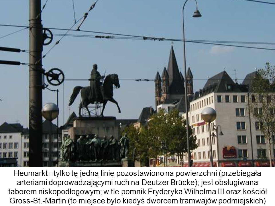 Heumarkt - tylko tę jedną linię pozostawiono na powierzchni (przebiegała arteriami doprowadzającymi ruch na Deutzer Brücke); jest obsługiwana taborem