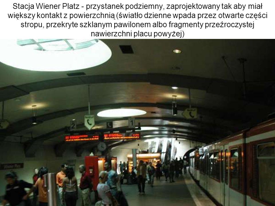 Stacja Wiener Platz - przystanek podziemny, zaprojektowany tak aby miał większy kontakt z powierzchnią (światło dzienne wpada przez otwarte części str