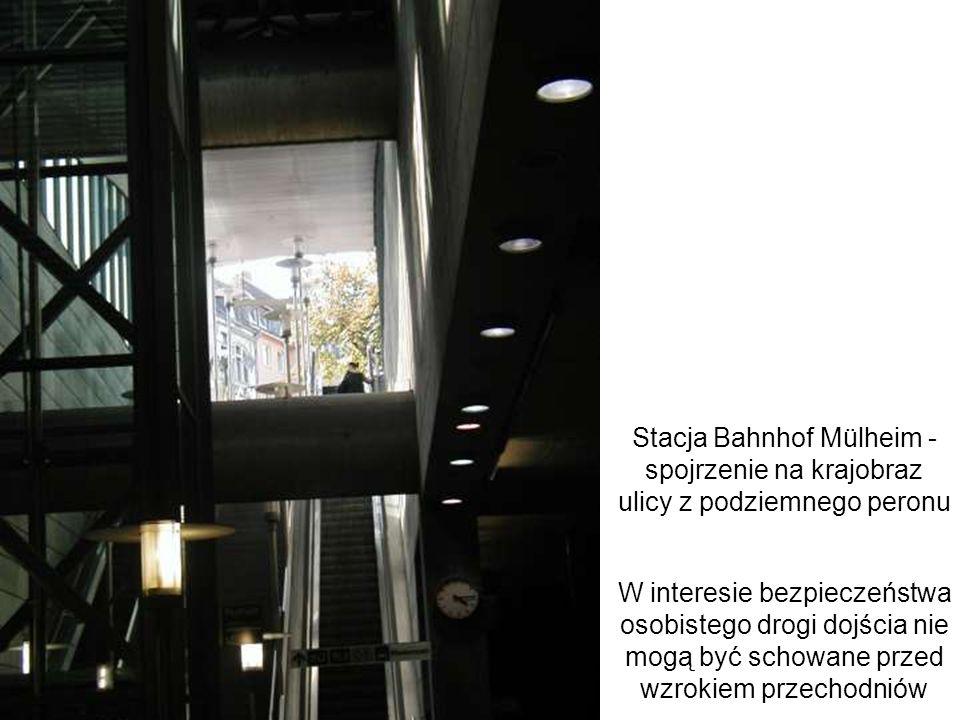 Stacja Bahnhof Mülheim - spojrzenie na krajobraz ulicy z podziemnego peronu W interesie bezpieczeństwa osobistego drogi dojścia nie mogą być schowane
