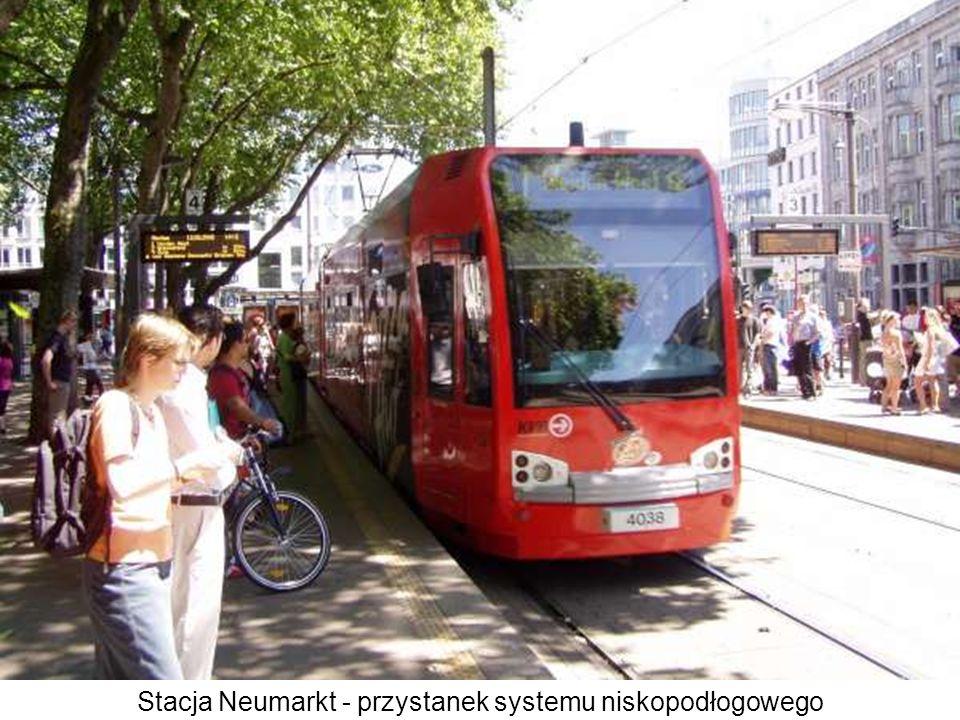 Stacja Neumarkt - przystanek systemu niskopodłogowego