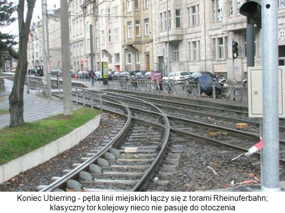 Koniec Ubierring - pętla linii miejskich łączy się z torami Rheinuferbahn; klasyczny tor kolejowy nieco nie pasuje do otoczenia technologiczny