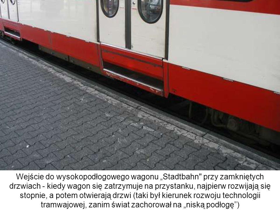 Wejście do wysokopodłogowego wagonu Stadtbahn