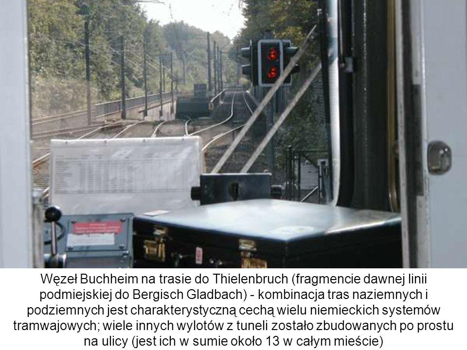 Węzeł Buchheim na trasie do Thielenbruch (fragmencie dawnej linii podmiejskiej do Bergisch Gladbach) - kombinacja tras naziemnych i podziemnych jest c