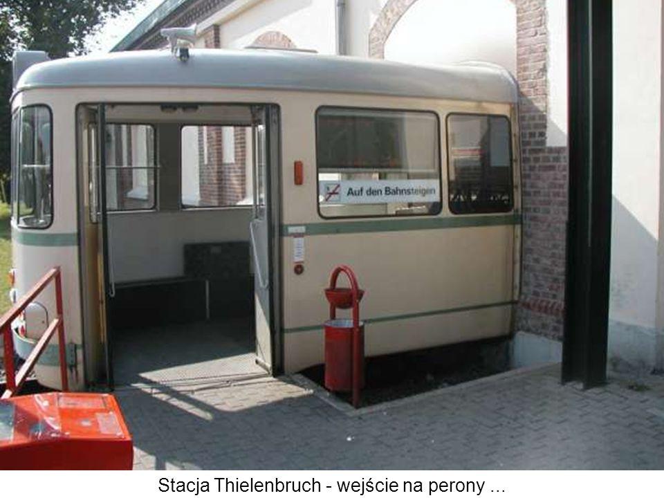 Stacja Thielenbruch - wejście na perony...