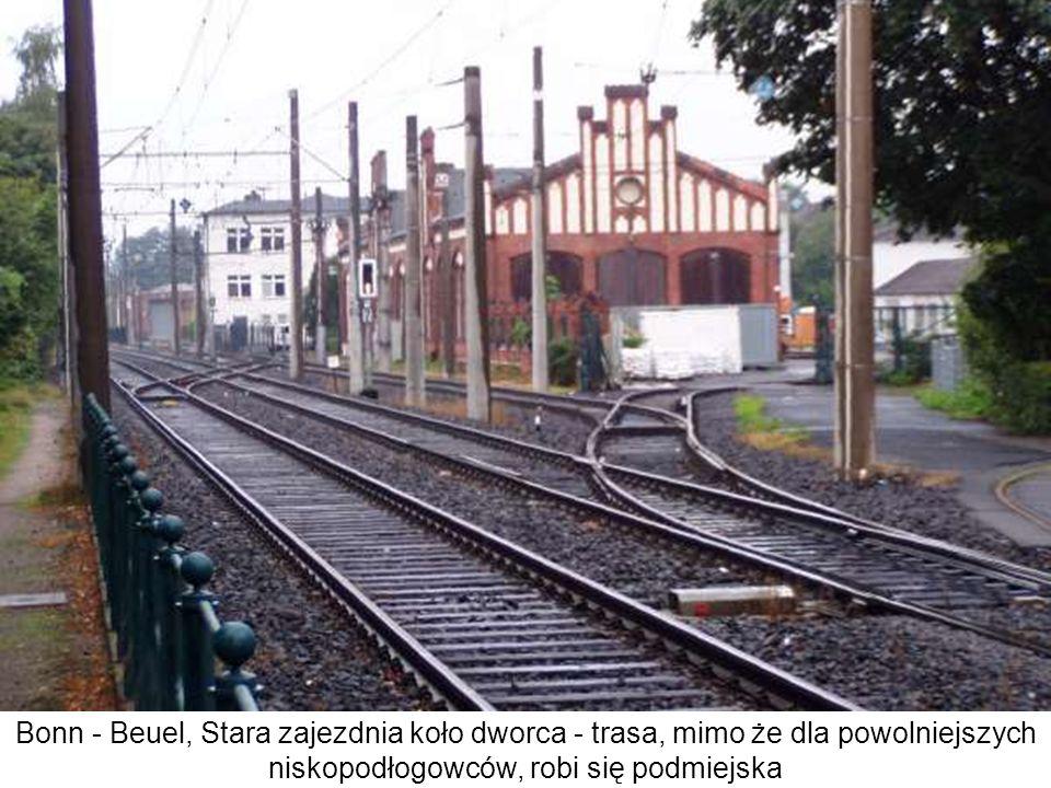 Bonn - Beuel, Stara zajezdnia koło dworca - trasa, mimo że dla powolniejszych niskopodłogowców, robi się podmiejska