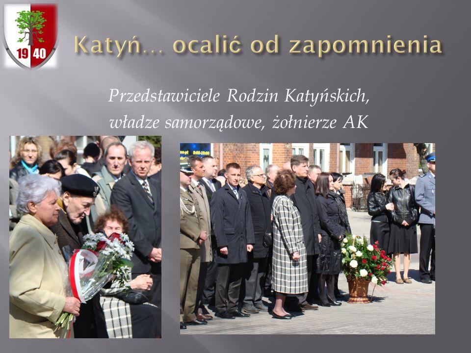 Przedstawiciele Rodzin Katyńskich, władze samorządowe, żołnierze AK