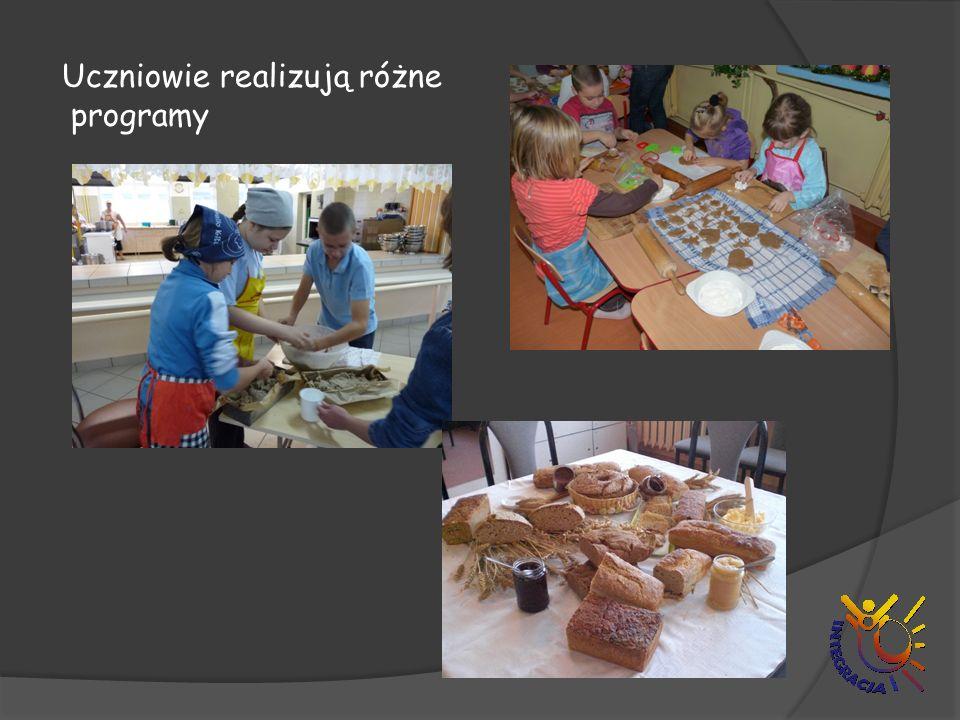 Uczniowie realizują różne programy