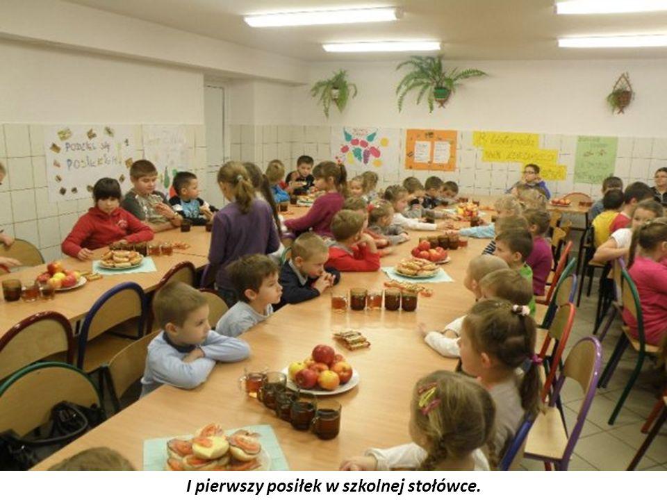 I pierwszy posiłek w szkolnej stołówce.