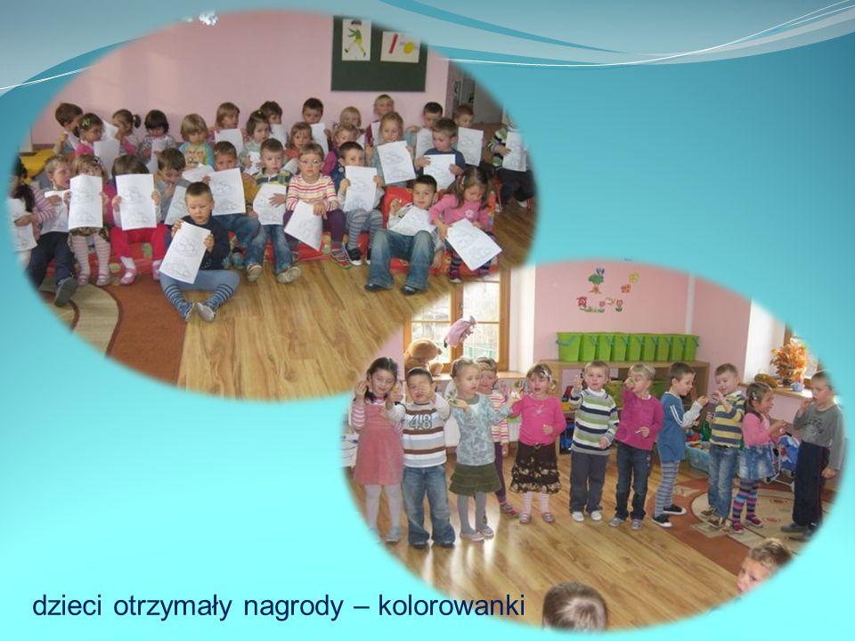 dzieci otrzymały nagrody – kolorowanki