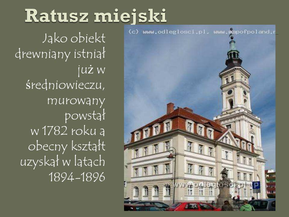 Jako obiekt drewniany istniał ju ż w ś redniowieczu, murowany powstał w 1782 roku a obecny kształt uzyskał w latach 1894-1896