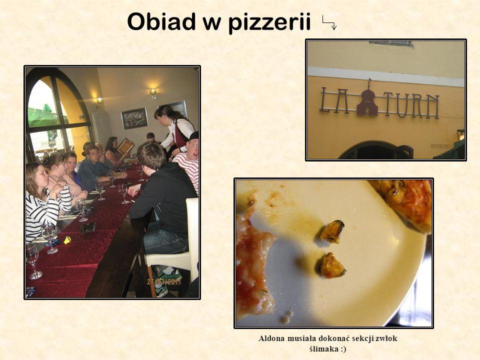 Aldona musiała dokonać sekcji zwłok ślimaka :) Obiad w pizzerii