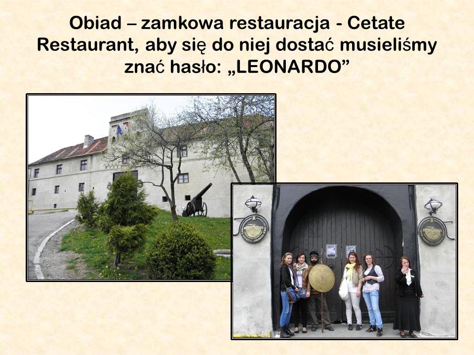 Obiad – zamkowa restauracja - Cetate Restaurant, aby si ę do niej dosta ć musieli ś my zna ć has ł o: LEONARDO