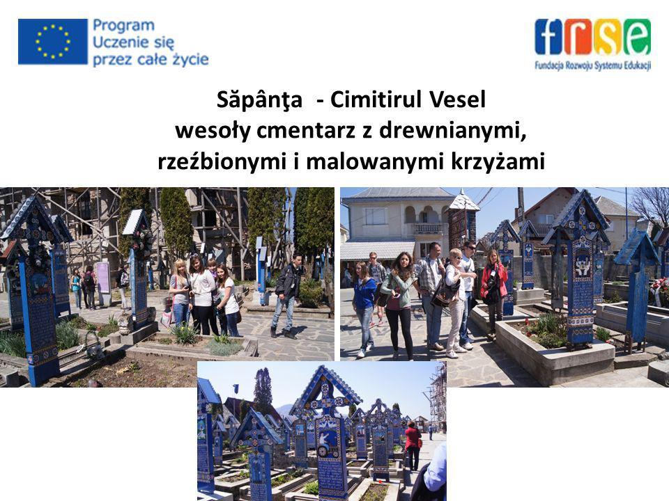 S ă pânţa - Cimitirul Vesel wesoły cmentarz z drewnianymi, rzeźbionymi i malowanymi krzyżami