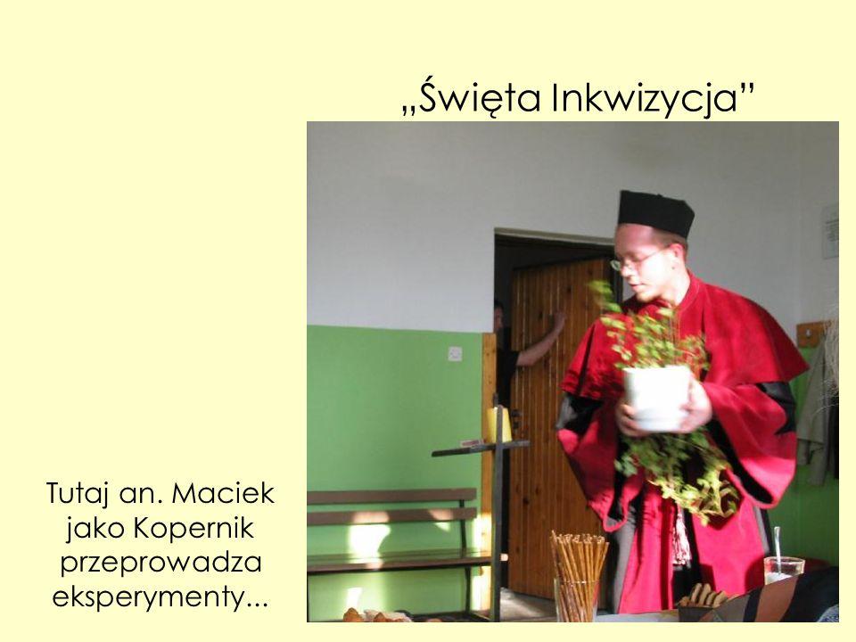 Święta Inkwizycja Tutaj an. Maciek jako Kopernik przeprowadza eksperymenty...