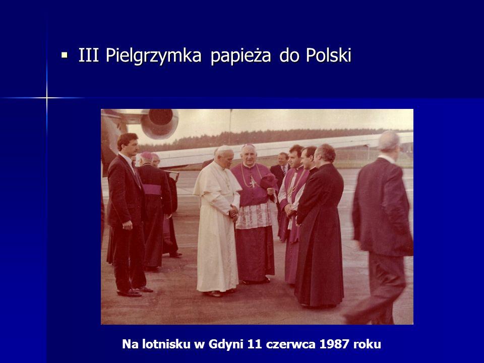 III Pielgrzymka papieża do Polski III Pielgrzymka papieża do Polski Na lotnisku w Gdyni 11 czerwca 1987 roku