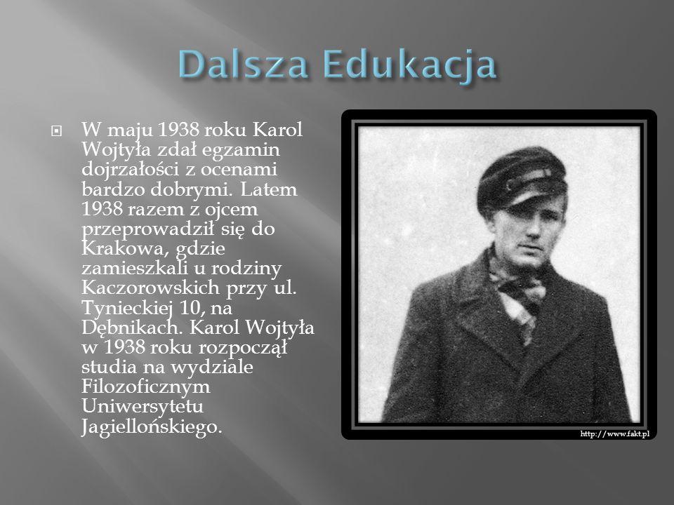 W maju 1938 roku Karol Wojtyła zdał egzamin dojrzałości z ocenami bardzo dobrymi. Latem 1938 razem z ojcem przeprowadził się do Krakowa, gdzie zamiesz
