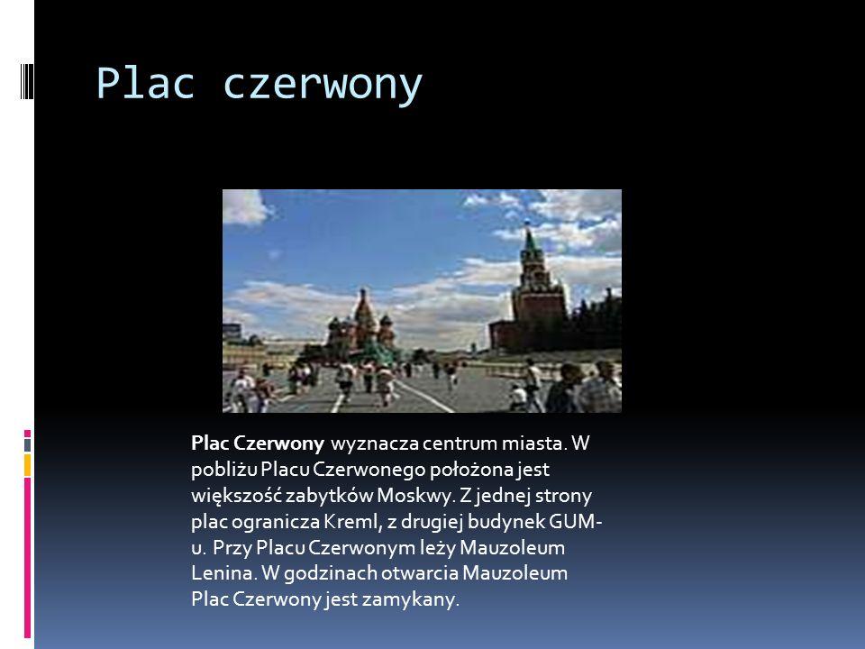Plac czerwony Plac Czerwony wyznacza centrum miasta. W pobliżu Placu Czerwonego położona jest większość zabytków Moskwy. Z jednej strony plac ogranicz
