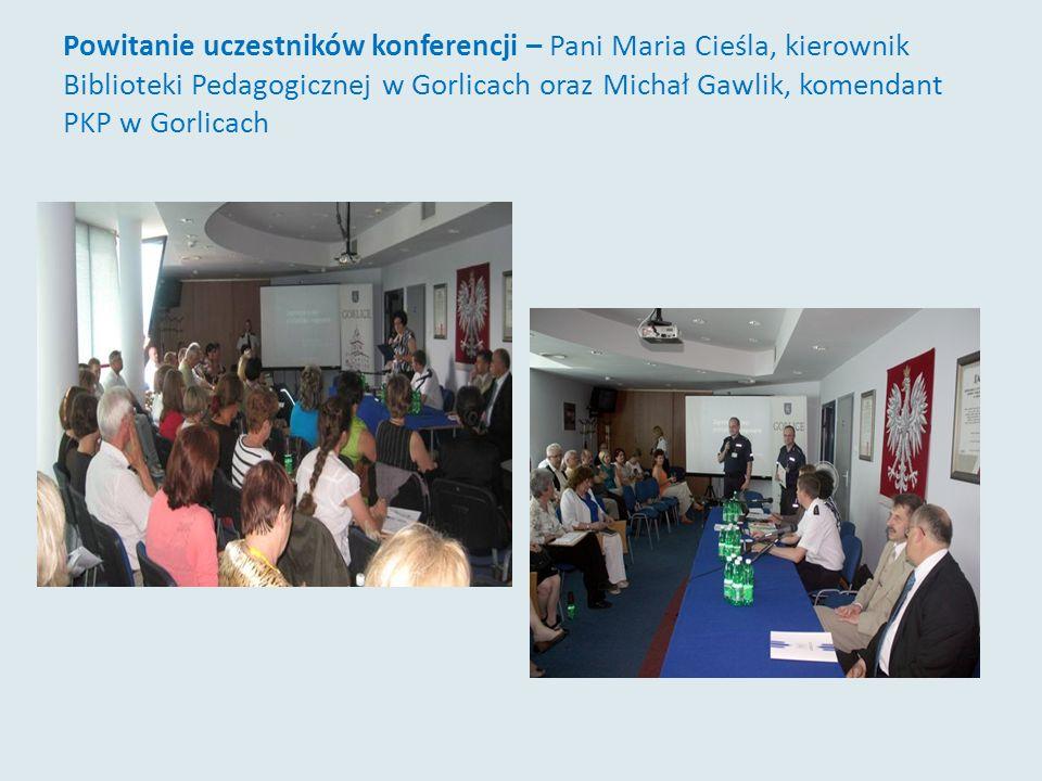Powitanie uczestników konferencji – Pani Maria Cieśla, kierownik Biblioteki Pedagogicznej w Gorlicach oraz Michał Gawlik, komendant PKP w Gorlicach