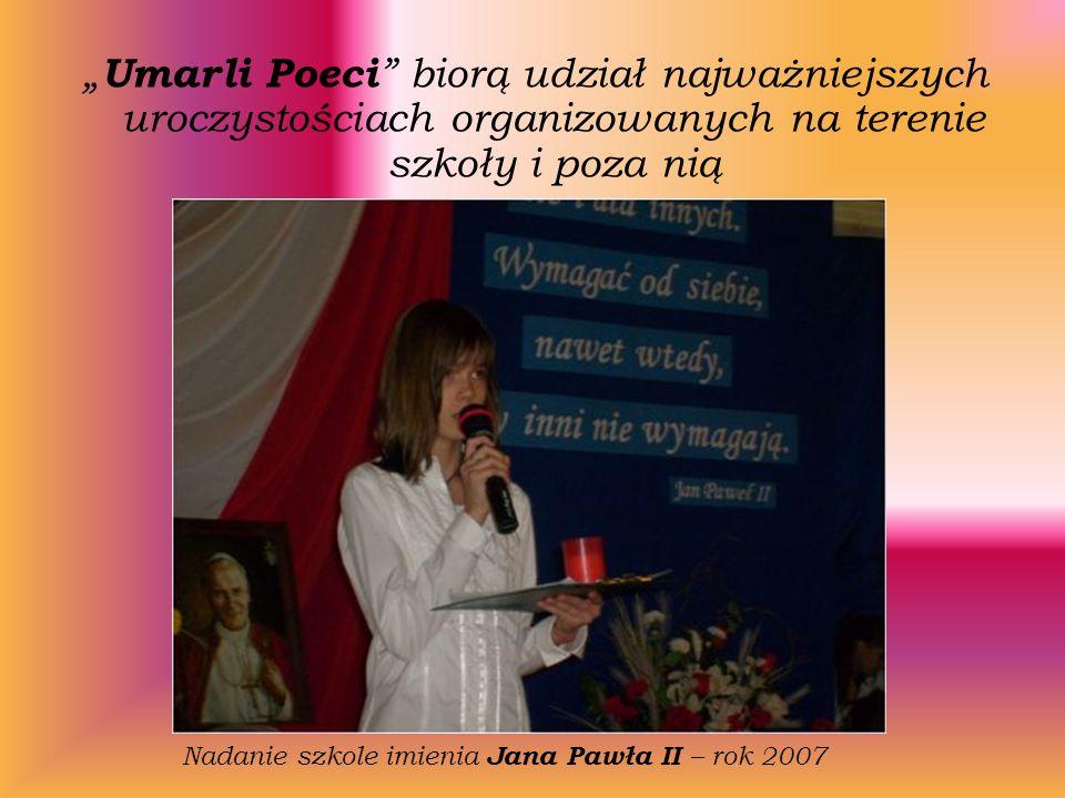 Umarli Poeci biorą udział najważniejszych uroczystościach organizowanych na terenie szkoły i poza nią Nadanie szkole imienia Jana Pawła II – rok 2007