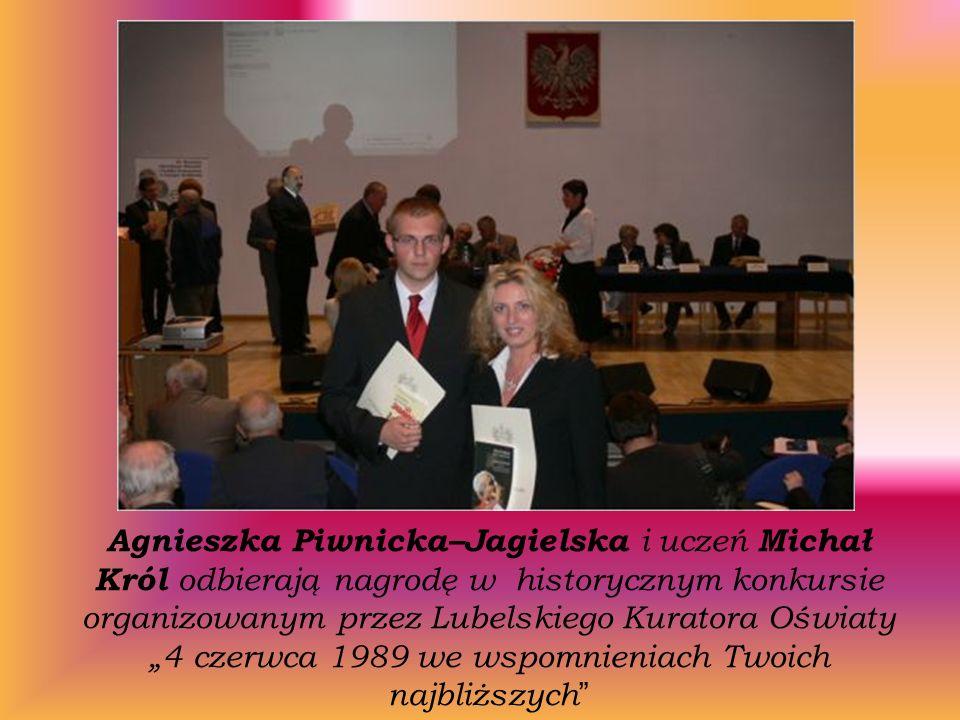 Agnieszka Piwnicka–Jagielska i uczeń Michał Król odbierają nagrodę w historycznym konkursie organizowanym przez Lubelskiego Kuratora Oświaty 4 czerwca