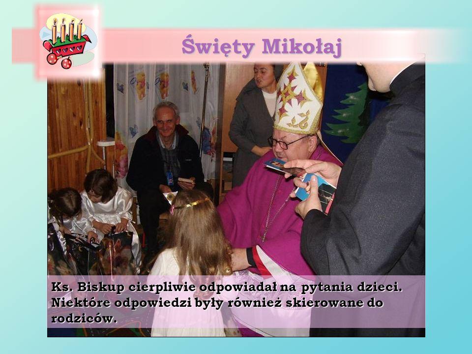 Święty Mikołaj Ks. Biskup cierpliwie odpowiadał na pytania dzieci. Niektóre odpowiedzi były również skierowane do rodziców.