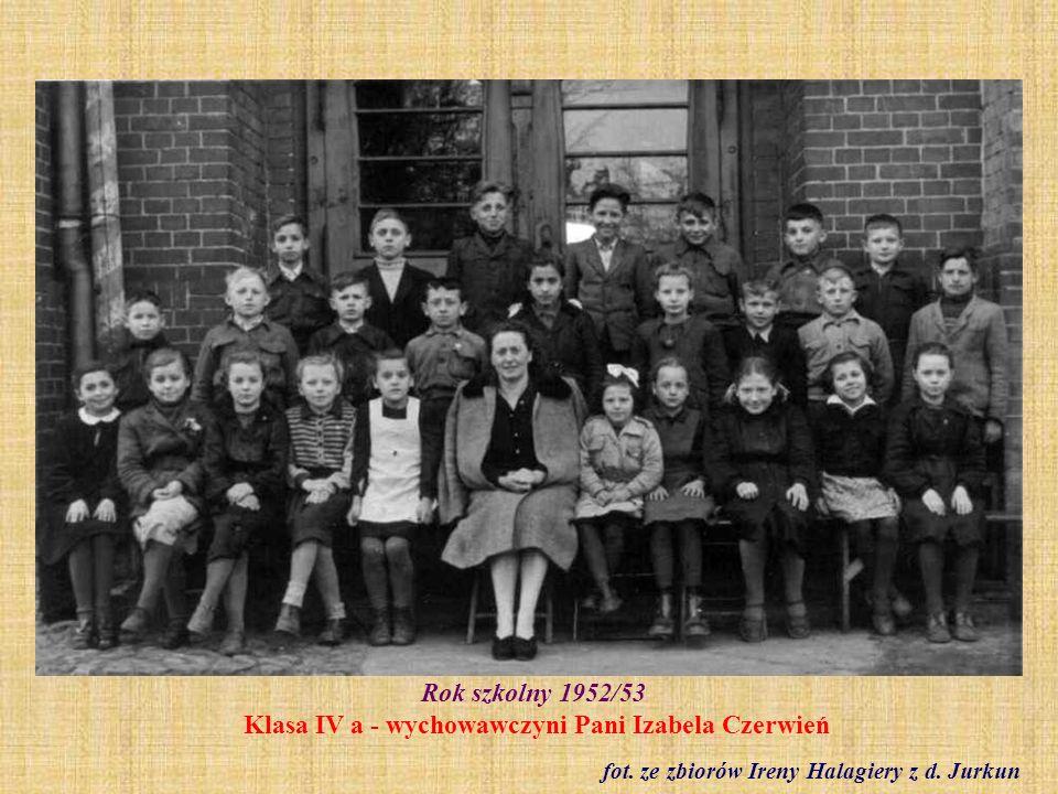 1958 r. Klasa I b. Zakończenie roku szkolnego fot. ze zbioru Krystyny Freinagel z domu Truchan