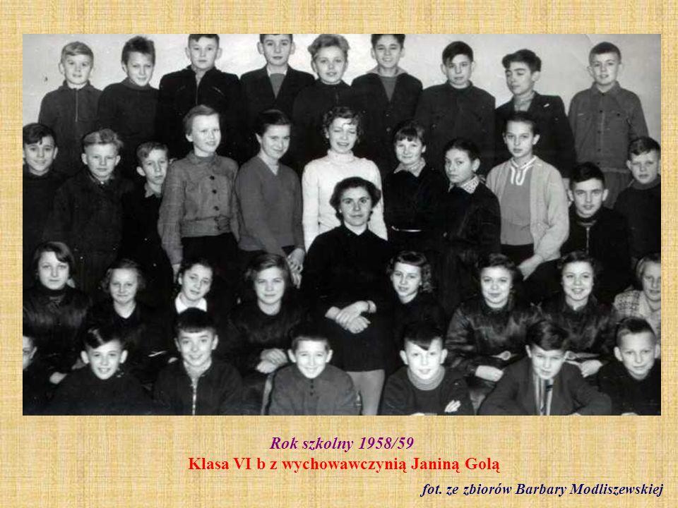 1959 r. Występ konkursowy uczniów kl. II b fot. ze zbioru Krystyny Freinagel z d. Truchan