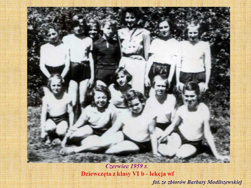 Rok szkolny 1958/59 r. Drużyna piłki ręcznej fot. ze zbioru Ryszarda Wolińskiego
