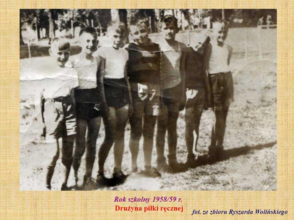 Czerwiec 1960 r.Klasa VIII b - zakończenie roku szkolnego fot.