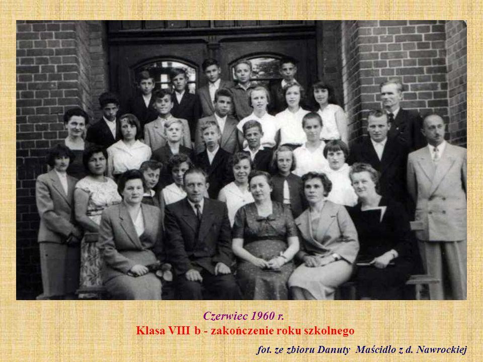Około 1960 r. Nauczyciele SP 2 fot. ze zbioru Krystyny Łukasiak