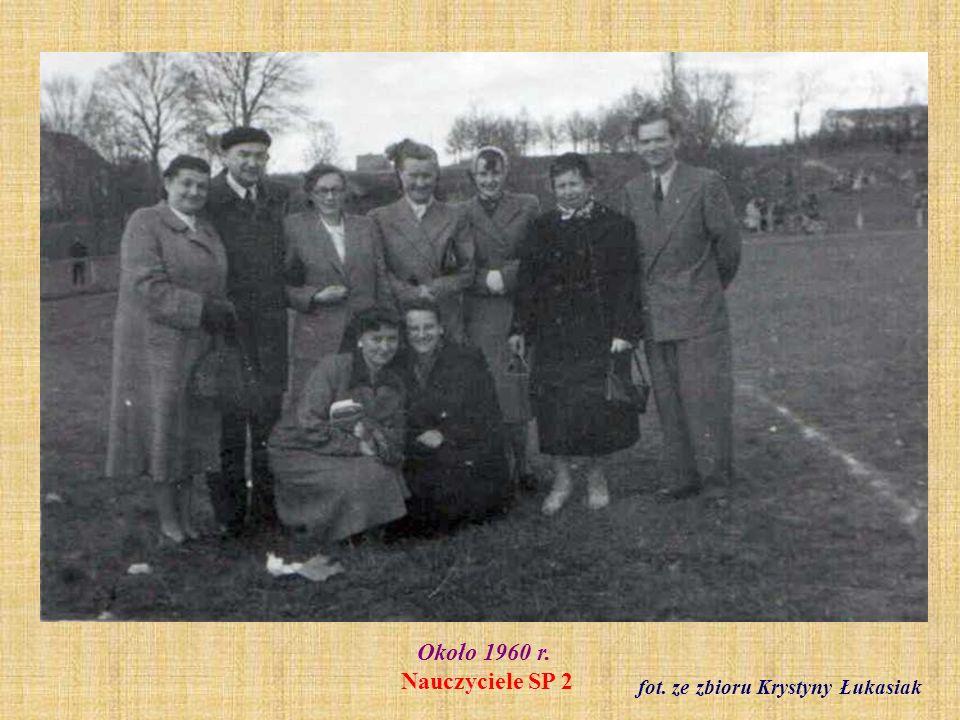 1961 r. Klasa III b z wychowawczynią Reginą Staszak fot. ze zbioru Reginy Staszak