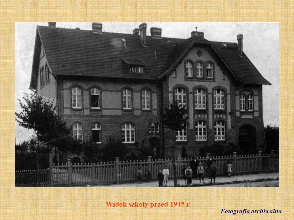 24.VI.1947 r.Klasa V z wychowawcą Janem Machuttą (absolwenci z 1949 r.) fot.