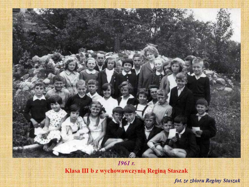 1961 r. Klasa VII a z wychowawcą Janem Kernerem fot. ze zbioru Reginy Staszak