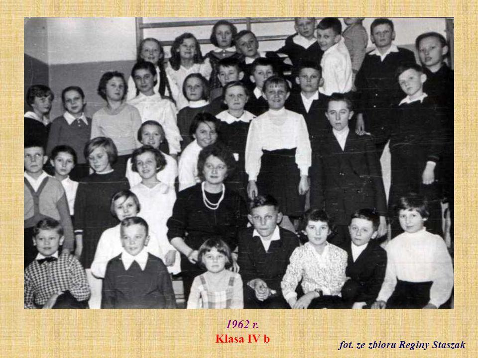 Rok szkolny 1964/65 Klasa V a z wychowawczynią Bronisławą Gąsiorowską fot. archiwum szkolne