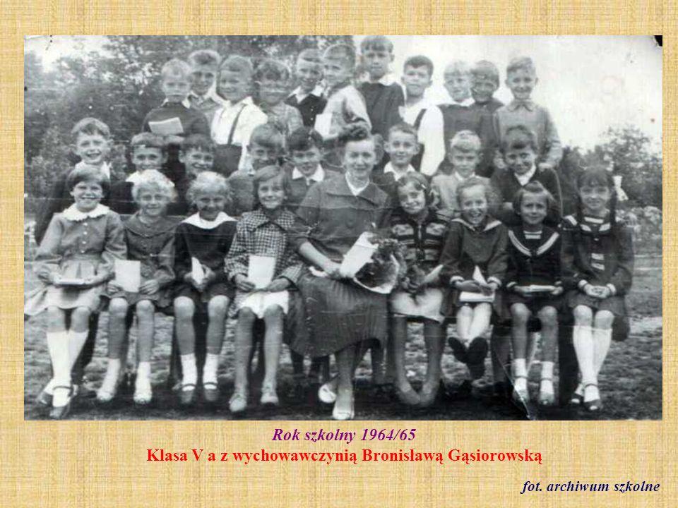 1964 r. Klasa VII b - zakończenie szkoły fot. ze zbioru Krystyny Freinagel z domu Truchan)