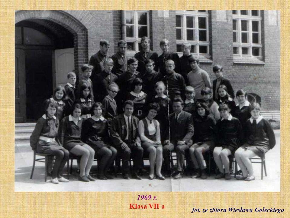 Ok. 1970 r. Wycieczka do Warszawy nauczycieli SP2 fot. ze zbioru Haliny Sobeckiej