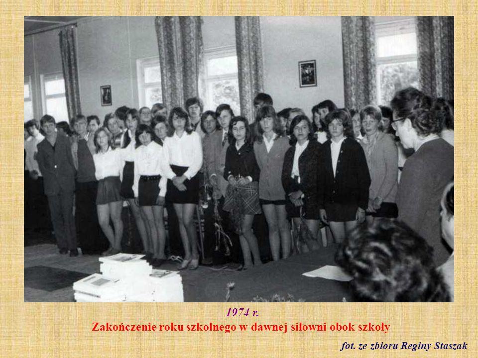 27.02.1975 r. Chór szkolny fot. archiwum szkoły