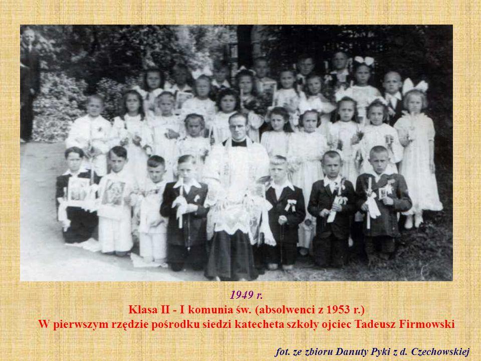 Lata 40.-50. XX w. Podczas przerwy na dziedzińcu szkolnym fot. z Kroniki szkolnej