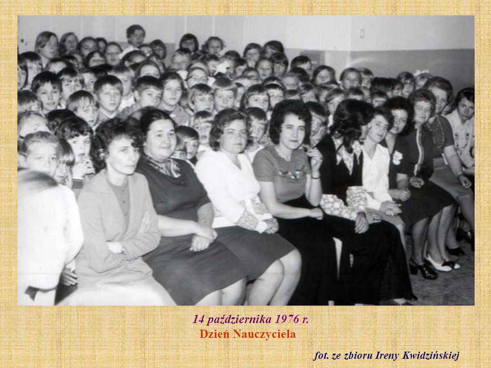 1977 r. Ślubowanie klas pierwszych. Klasa I b. fot. ze zbioru Roberta Pokorniewskiego