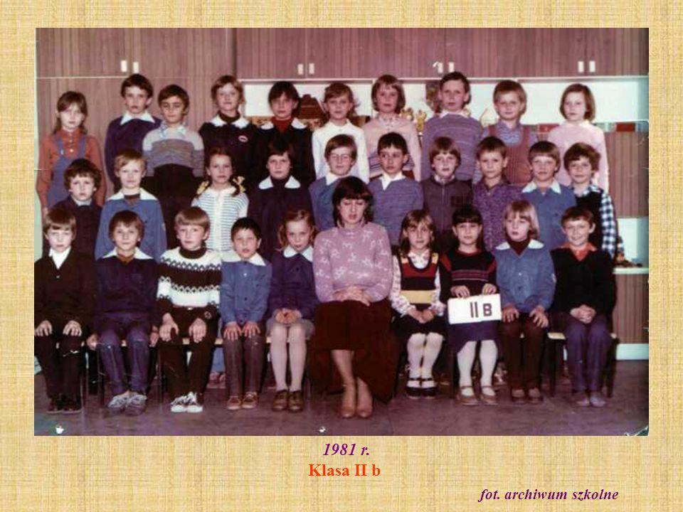 1981 r. Klasa II b. Zabawa karnawałowa fot. archiwum szkolne